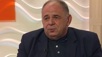 Havi 850 ezer forintért ad tanácsot a kormánynak az újirázi plébános
