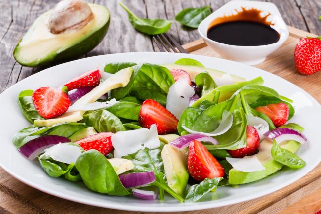 epres avokádós bébispenótos saláta recept