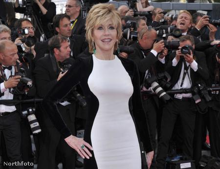 Jane Fonda a Cannes-i filmfesztiválon a vörös szőnyegen
