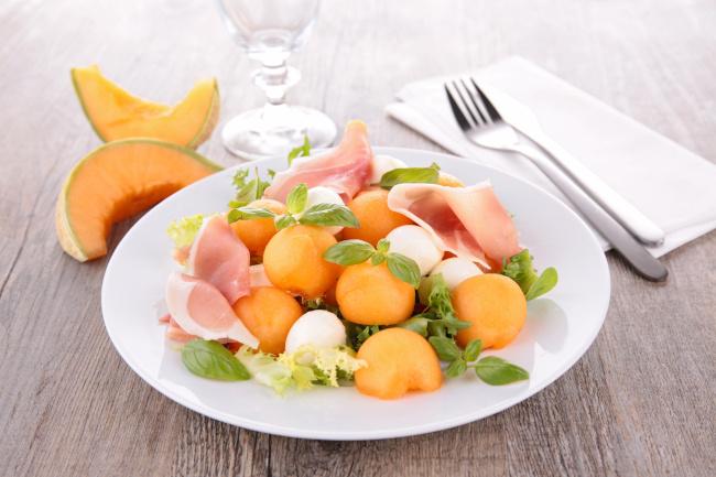 sárgadinnye saláta mozzarellával recept