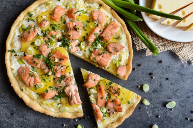 újhagymás lazacos pite recept