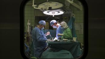 Segíteni akartak a nyugdíjas orvosok, most nem pótolják a nyugdíjukat