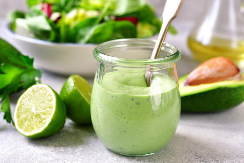 Avokádós salátadresszing limelével: a legegyszerűbb zöldeket is feldobja