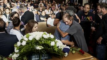 Meghalt a felesége az El Pasó-i merényletben, más családtagja nem volt, több százan mentek el a temetésre