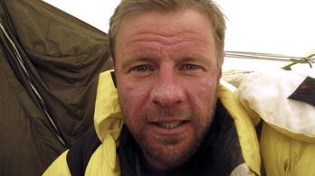 A román elnök kitüntette az elhunyt aradi hegymászót
