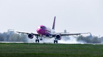 Stewardessek mentették meg egy epilepsziás utas életét a budapesti járaton