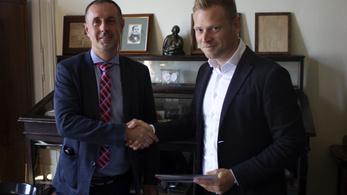 34 milliót adományozott Tiborcz István cége a SOTE gyermekklinikájának