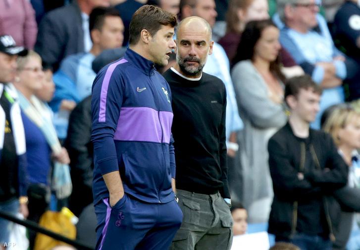 Mauro Pochettino és Pep Guardiola beszélget a Manchester City-Tottenham-meccsen
