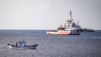 Spanyolország befogadná az olasz partoknál veszteglő mentőhajót, de ők nem kérnek belőle