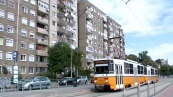 Még mindig csikorogva hasít a villamos a Fehérvári úton