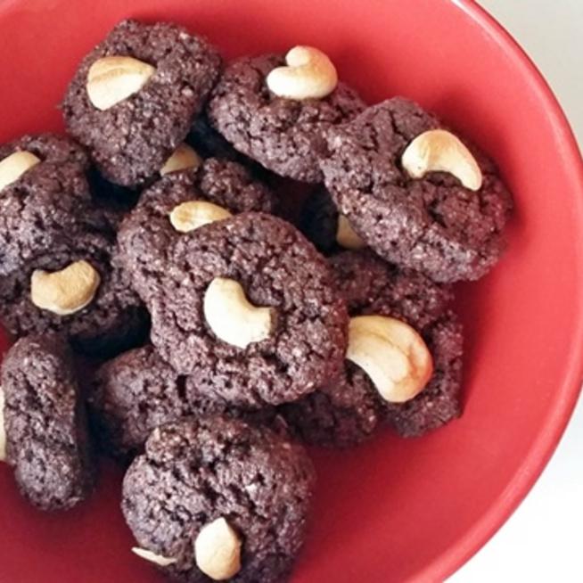 Cukor- és lisztmentes, brutál kakaós keksz diétázóknak, negyed óra alatt