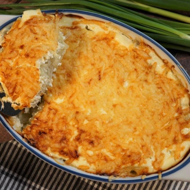 A csőben sült zöldség füstölt szalonnával isteni finom, és nyáron főleg kézenfekvő étel