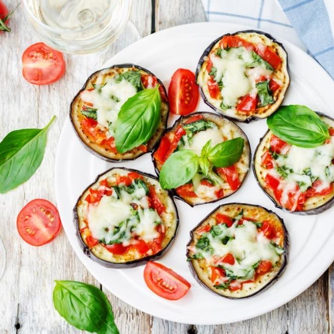 Egészséges, egyszerű, szezonális és finom: készíts padlizsánpizzát!
