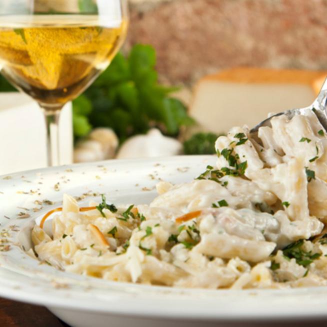 Krémes négysajtos tészta tejszínnel: sajtimádóknak kötelező