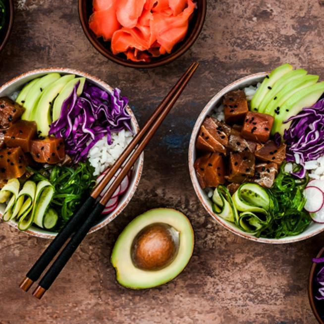 Sushi-élmény algalapocskák és tekergetés nélkül - Készítsd el tálban!