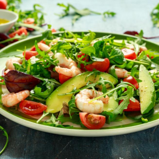 Könnyed avokádós-garnélás saláta: tápláló és egészséges nyári ebéd