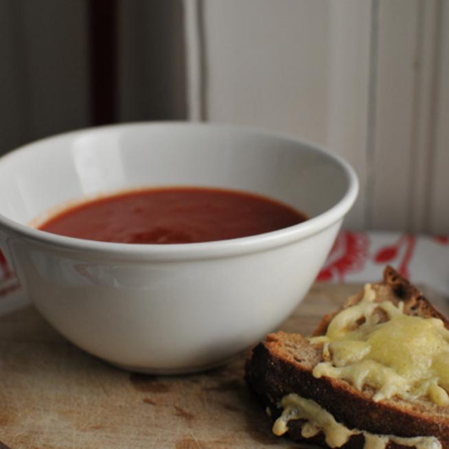 Paradicsomleves és sajtos melegszendvics: a tökéletes expressz vacsora