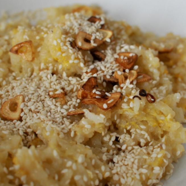 10 perces fokhagymás-tojásos pirított rizs, amihez minden van otthon