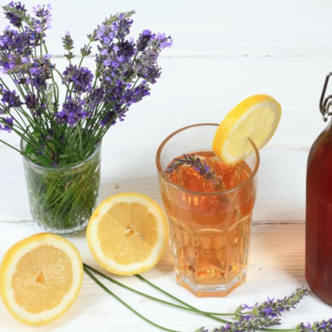 Levendulaszörp házilag: virágos illat és íz citrusos jegyekkel