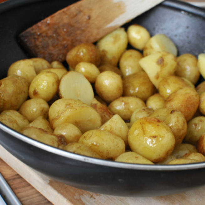 Karamellszirupba forgatott újkrumpli - Ennél jobb már nem lehet a tavasz zöldsége