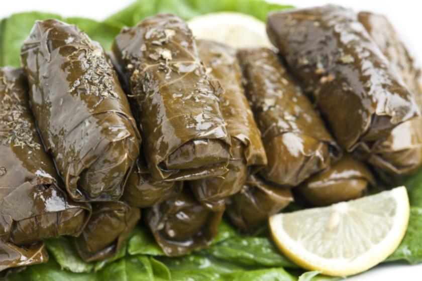 Dolmades, avagy darált hússal töltött szőlőlevél: pikáns mediterrán előétel