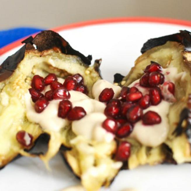 Égetett padlizsán tahini szósszal és gránátalmával - Amitől egy húsevő is vega lesz