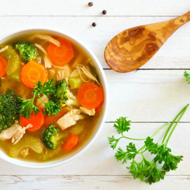 Sűrű csirkés-zöldséges erősítő leves, ami meggyógyítja a rossz gyomrot - Ünnep után igazi áldás