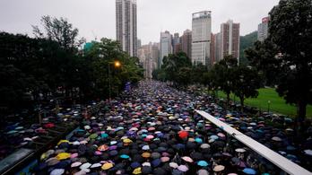 Százezrek vonultak békésen a demokratikus jogaikért Hongkongban