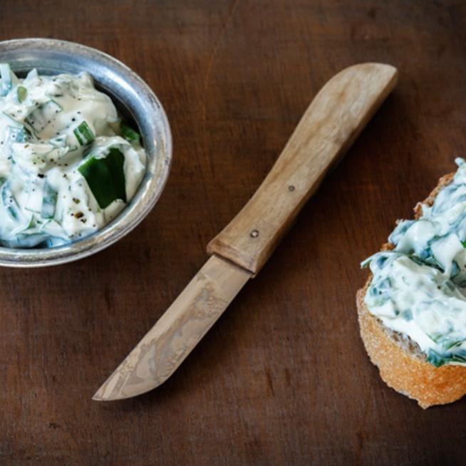Selymes medvehagymás sajtkrém: a tejföltől lesz nagyon finom