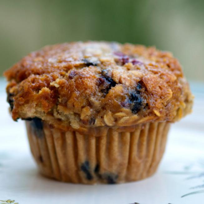 Zabpelyhes, áfonyás muffin: egészséges és villámgyors desszert
