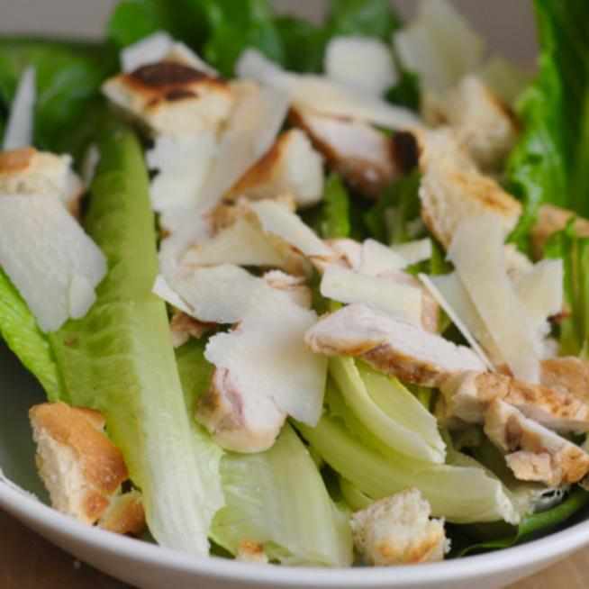 Cézár-saláta szardellás öntettel: nem az eredeti, de az egyik legfinomabb