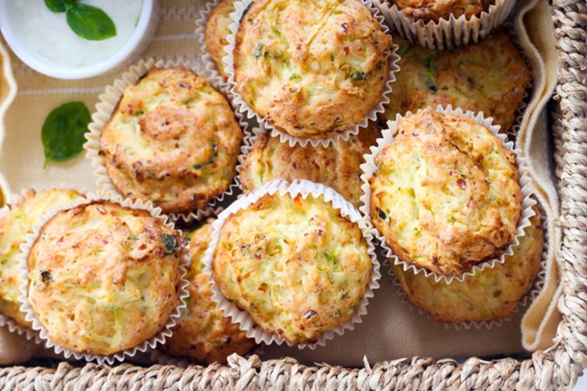 30 perces, cukkinis-cheddar sajtos muffin friss kakukkfűvel