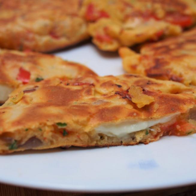 Zöldséges, sajttal töltött amerikai palacsinta: ebédként is megállja a helyét