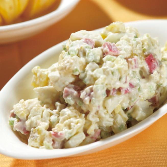 Sonkás-feta sajtos krumplisaláta: önmagában is laktató főétel