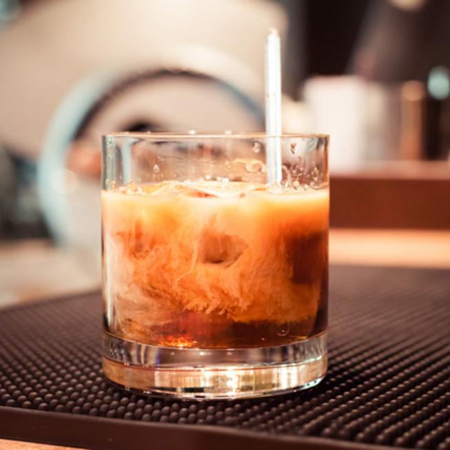Hideg, krémes white russian: kávé és koktél egyszerre