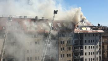 2400 nm tetőtér égett a Soroksári úton, többszáz lakás beázott, szükségszállást nyitottak