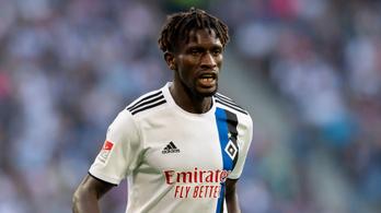 Álnéven játszó gambiai bevándorlóra gyanakodva óvott a német futballcsapat