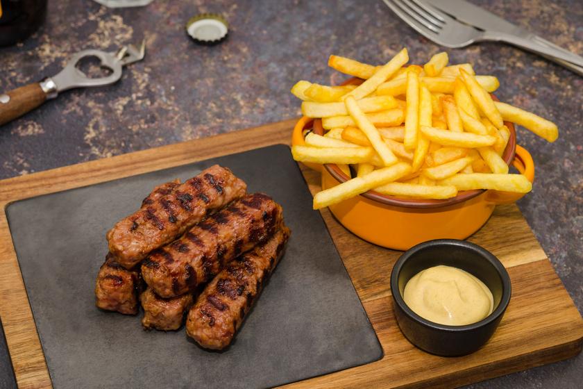 Fűszeres erdélyi miccs, ami grillen sütve a legfinomabb: olyan egyszerű, mint a fasírt