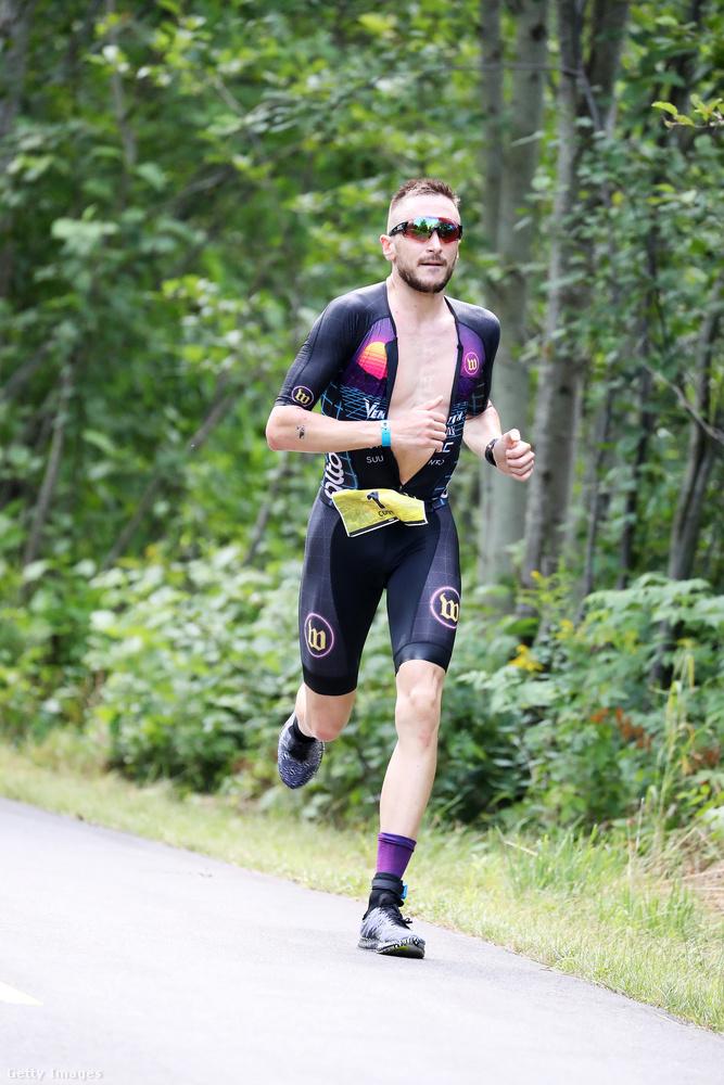 Ez a férfi Cody Beals triatlonista, a honlapjáról tudjuk, hogy 1990-ben született Kanadában, Ontarióban
