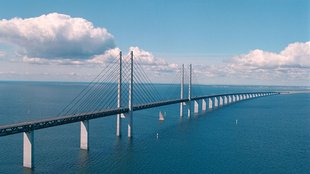 Híd a tenger felett