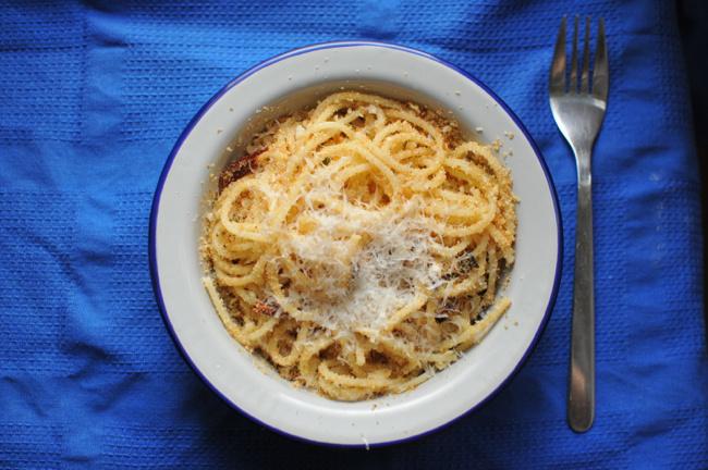 spagetti zsemlemorzsával