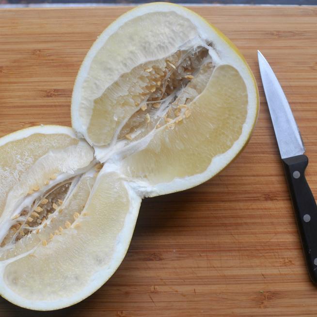 Mi az a nagy, grapefruitszerű gyümölcs a boltokban?