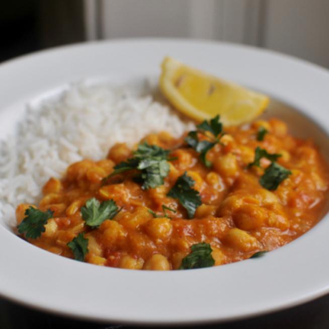 Csicseriborsós, fűszeres curry, amiből nem hiányzik a hús