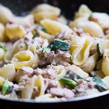 Ebéd tizenöt perc alatt - Cukkinis-tonhalas tészta