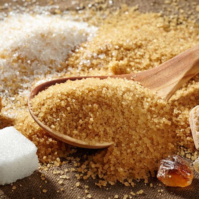 A barna cukor tényleg jobb, mint a fehér? Sokan veszik, de nem teszik jól