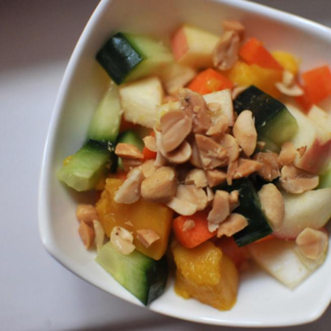 Lédús mangó és roppanós zöldségek: igazi tavaszváró saláta