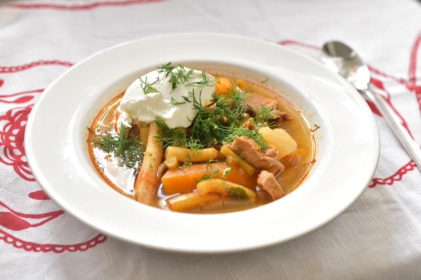 Palócleves friss zöldbabbal és kaporral: sertéshúsból is nagyon finom