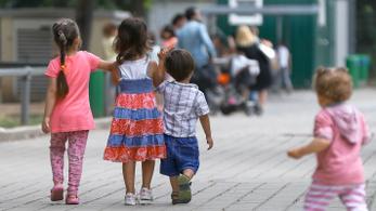 Három dzsihadista gyereket vittek vissza Németországba