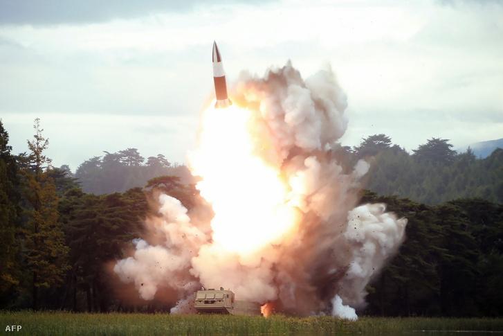 2019. márius 16-i fotó, az észak-koreai rövid hatótávolságú ballisztikus rakétatesztről