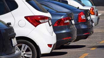 Tíz autót tört fel egy 17 éves fiú Kaposváron, az egyikben 6 millió forint volt